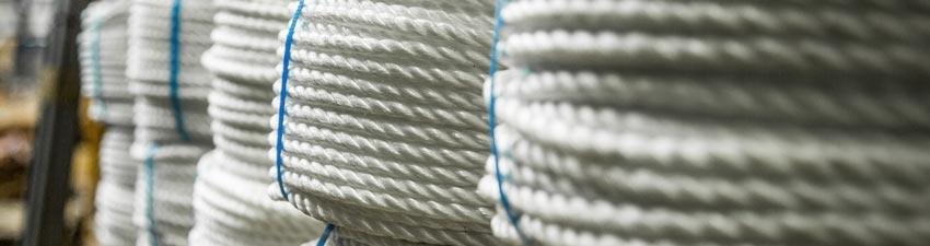 Cordes rangées dans le stock